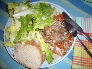 assiette de crise avec sardines à la tomate