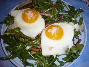 salade de pissenlits et oeufs