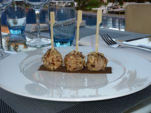 Bonbons de foie gras et noisettes