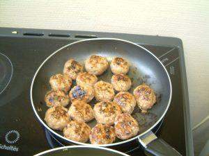 Les boulettes sont cuites quand elles sont bien dorées