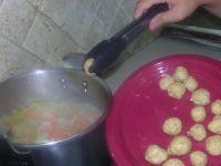 cuisson des boulettes dans le bouillon