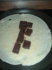 disposer le chocolat sur la crêpe