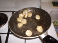 Faie revenir les noix dans le beurre