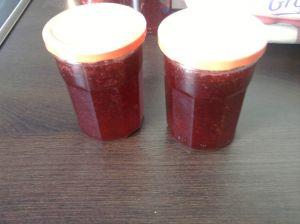 J'ai fait 4 pots de gélee de fraise