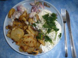 pommes de terre rôties et fromage blanc aux herbes