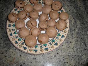 macarons au chocolat par un patissier