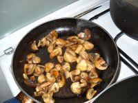 Mettez les champignons à cuire
