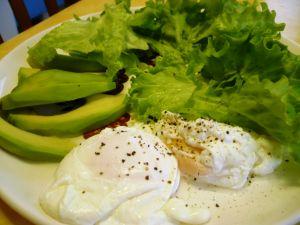 Oeufs pochés en salade