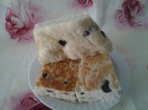 pain au fromage et olives noires