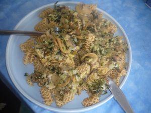 pasta aux herbes et champignons marinés