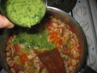 Le pistou est mélangé à la soupe