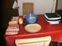 le plateau ,le fromage,la salade et l'appareil à gourmet