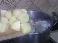 Rajouter les pommes de terre et les épices!
