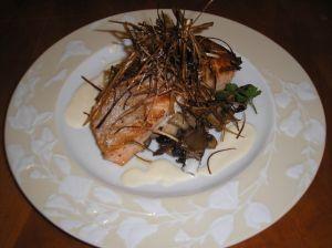 saumon poelé aux champignons de paris et poireaux frit