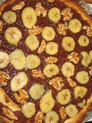 Tarte choco lait, bananes flambées et noix caramélisées